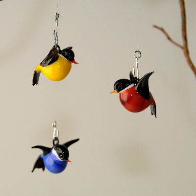 rotkehlchen zum h ngen klein rot schwarz glas geschenke. Black Bedroom Furniture Sets. Home Design Ideas