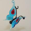 Schmetterling Pfauenauge hängend, aquablau