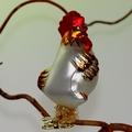 Huhn auf Clip, weiß matt handdekoriert, hohlgeblasen
