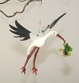 Storch mit Frosch fliegend    -NEU-
