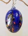 Osterei dunkelblau m. farb. Einschmelzungen und Glasöse
