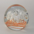 Traum-Glas-Kugel medium, orange Sreifen mit weißer Blume