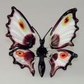 Schmetterling stehend  weiß-violett mit Pfauenaugen