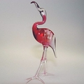 Flamingo stehend, Kopf nach oben, rosalin Klarglas