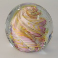 Traum-Glas-Kugel medium, hellviolette spiralförmige Form