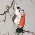 Hase mit Möhre auf Clip, mattsilber, handdekoriert