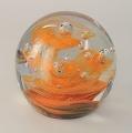 Traum-Glas-Kugel medium, orange Drehung um eine Luftblase